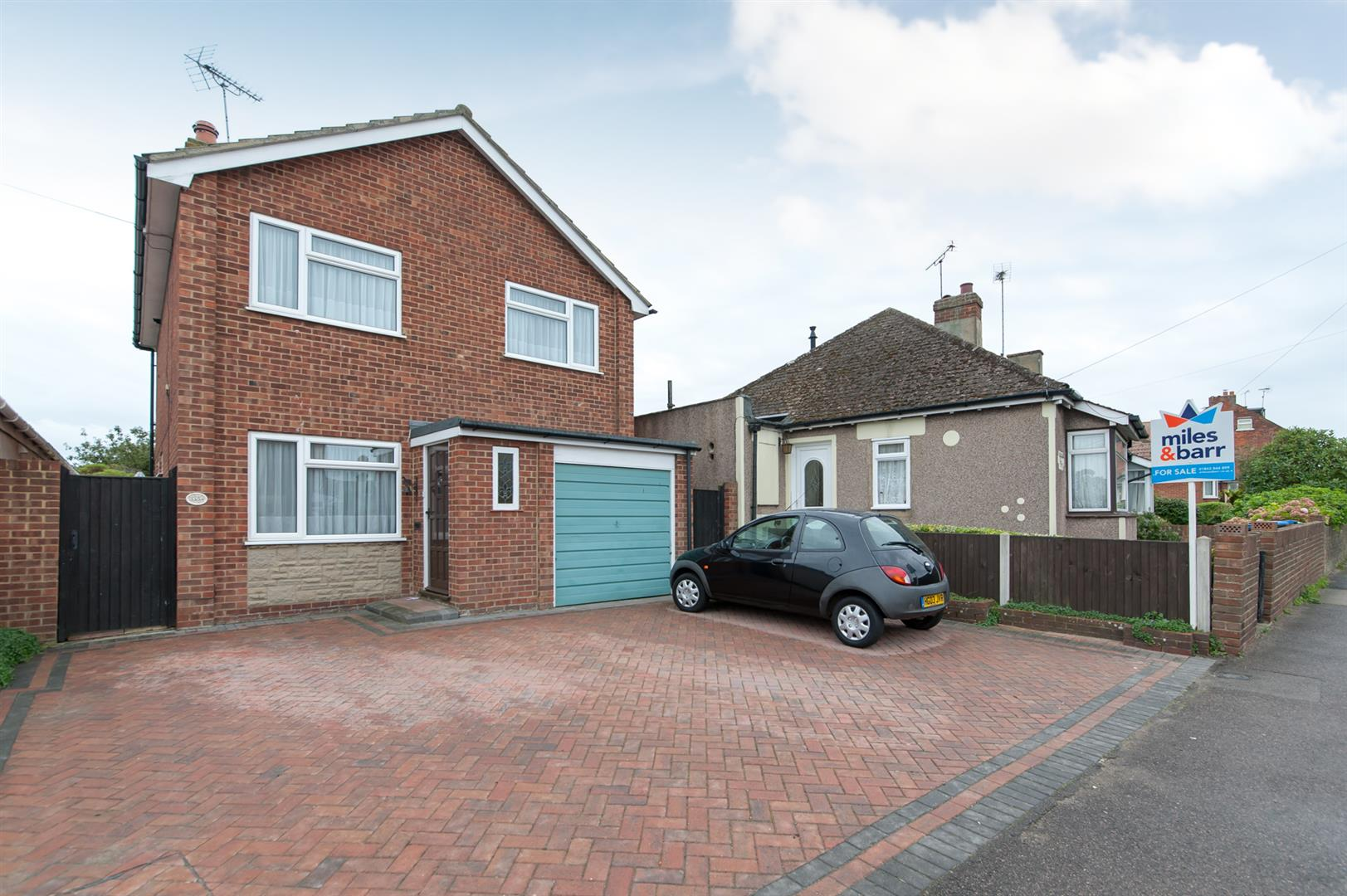 3 Bedrooms Detached House for sale in Canterbury Road, Birchington